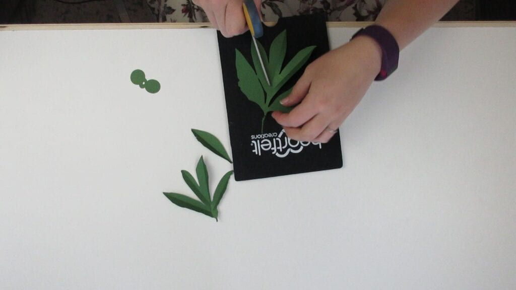 shaping the leaves of the paper peony
